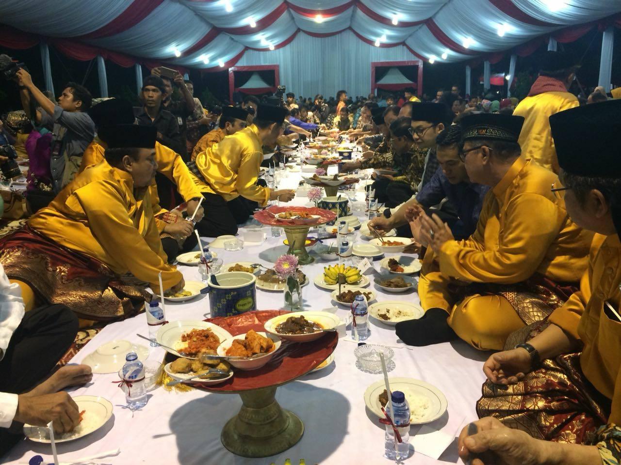 Wagub Nasrul Abit : Makan Bajamba Tanda Orang Minang Bermufakat