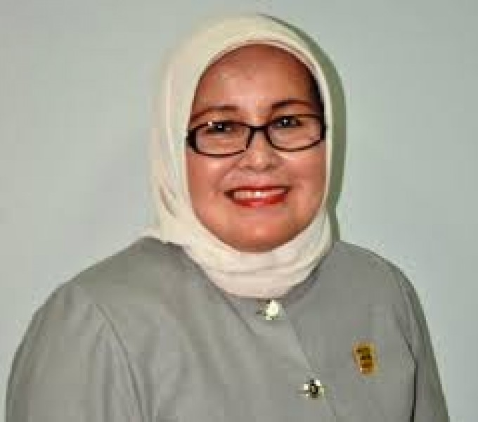 Sitti Izzati Aziz : Jalan Kondisi Parah Harus Prioritas