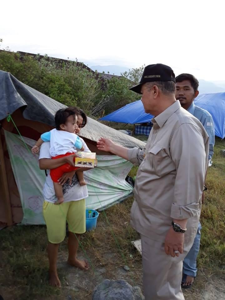 Wagub Nasrul Abit Santuni Pengungsi Bencana Gempa Sulteng dengan Randang