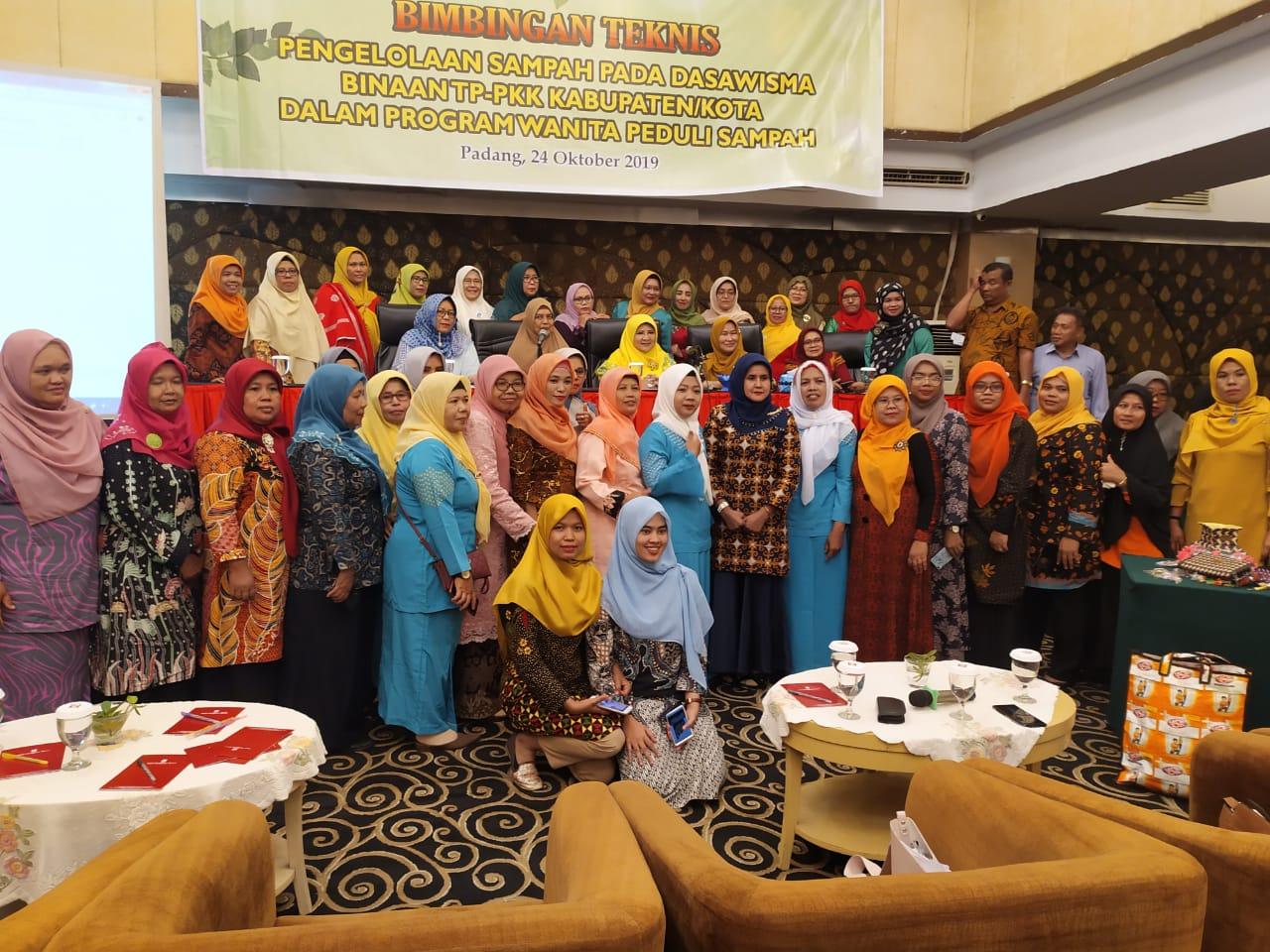 Pelaksanaan Kegiatan Bintek bagi Kelompok PPK dalam Program Wanita Peduli Sampah